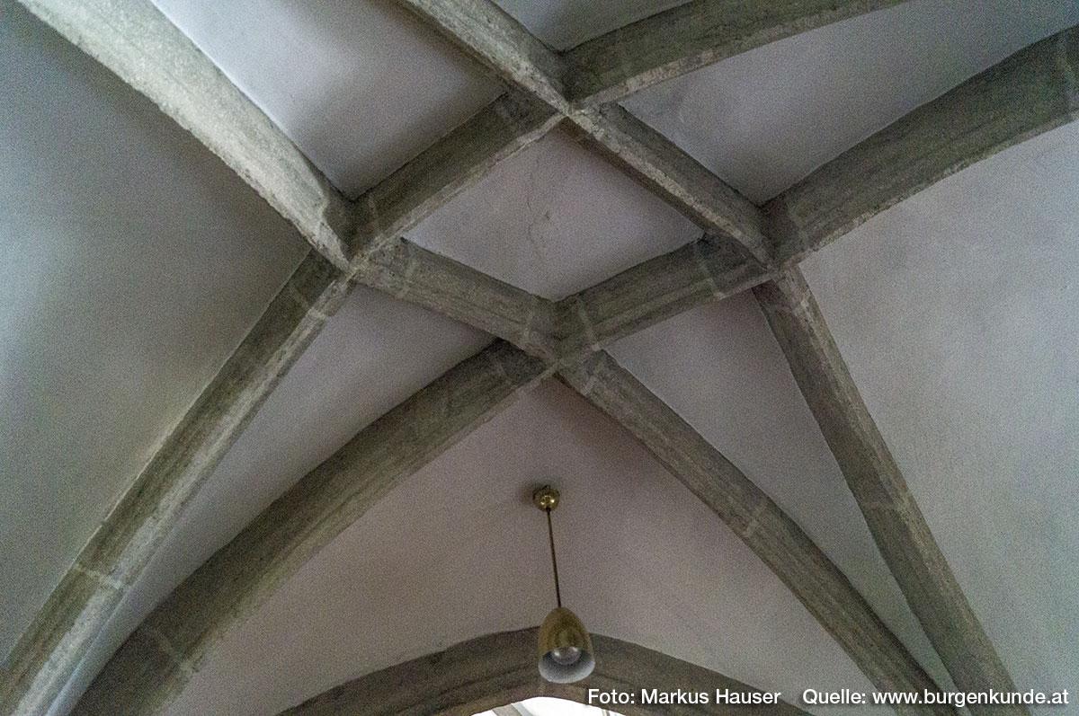 Rippengewölbe über dem Hochaltar der Kirche Arbing.