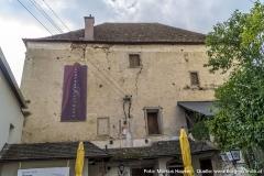 Der große Kastenbau wird heute als Schloss-Gasthaus geführt.