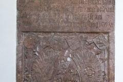 Grabtafel in der Kirche Arbing.