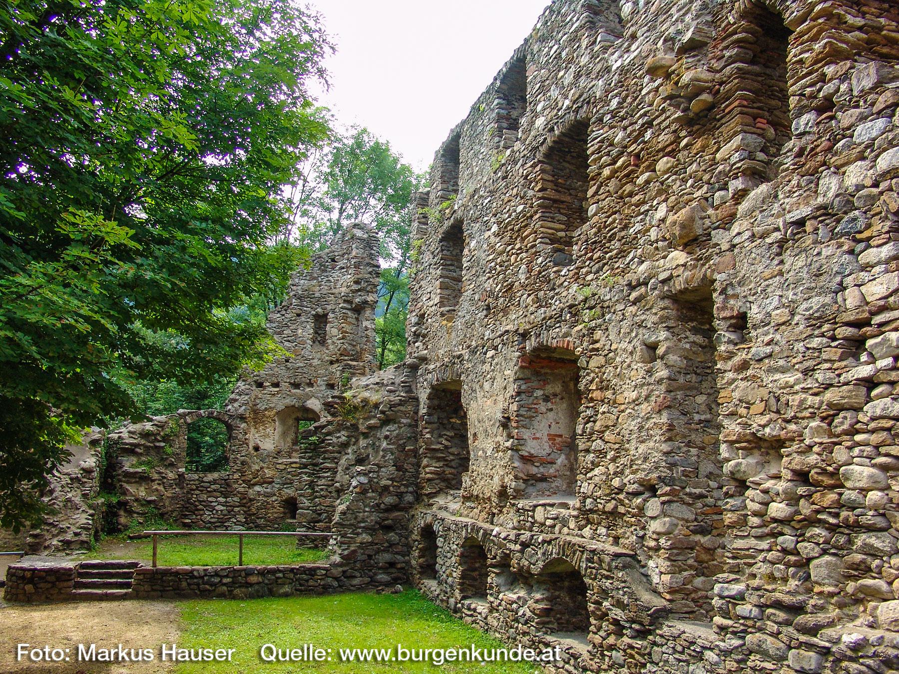 Burgruine-Gomarn-Bad-St-Leonhard-Kaernten-025