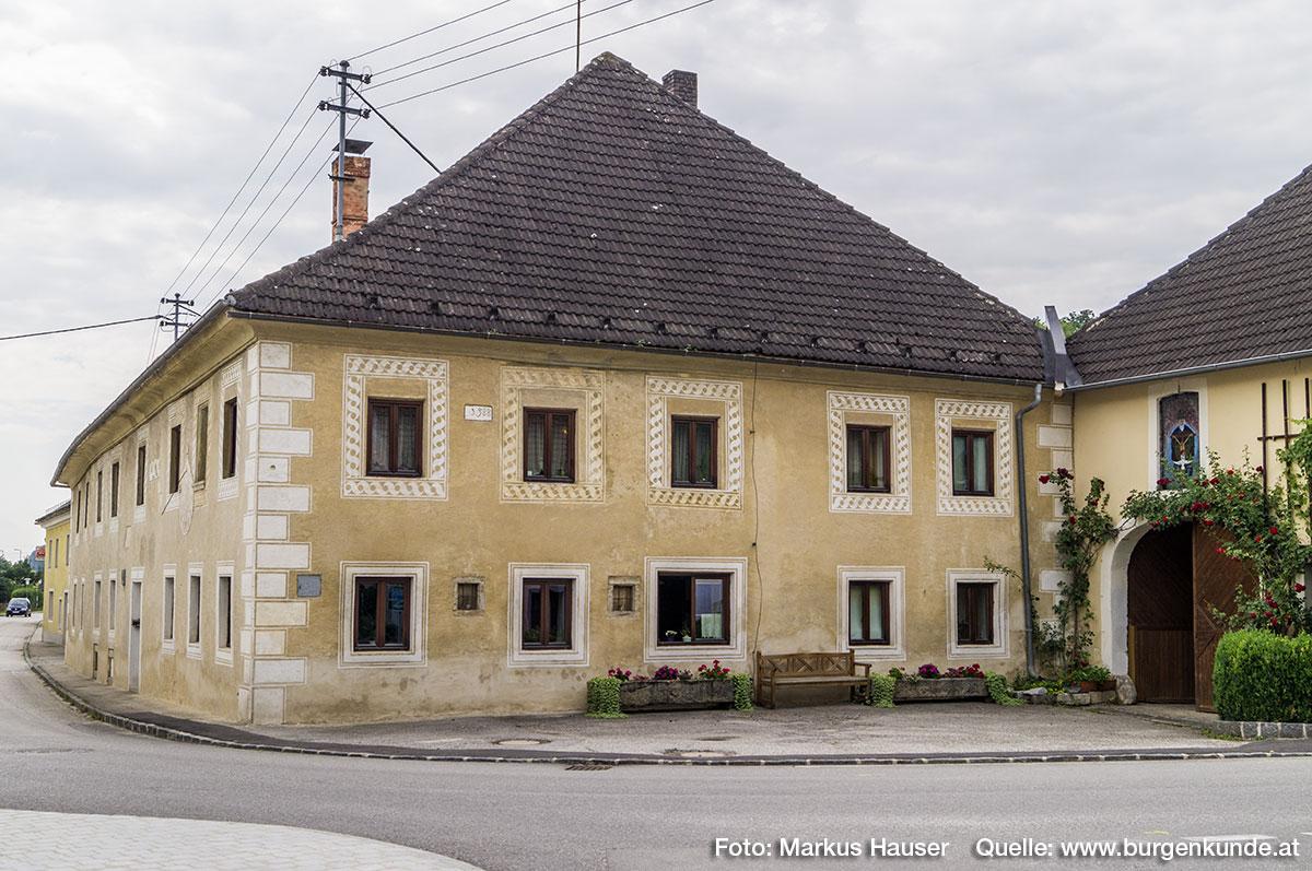 Hier kreuzten sich bis vor wenigen Jahrzehnten noch der von den nördlichen Höhen kommende Arbingerbach mit der Hauptstraße von Ost nach West.