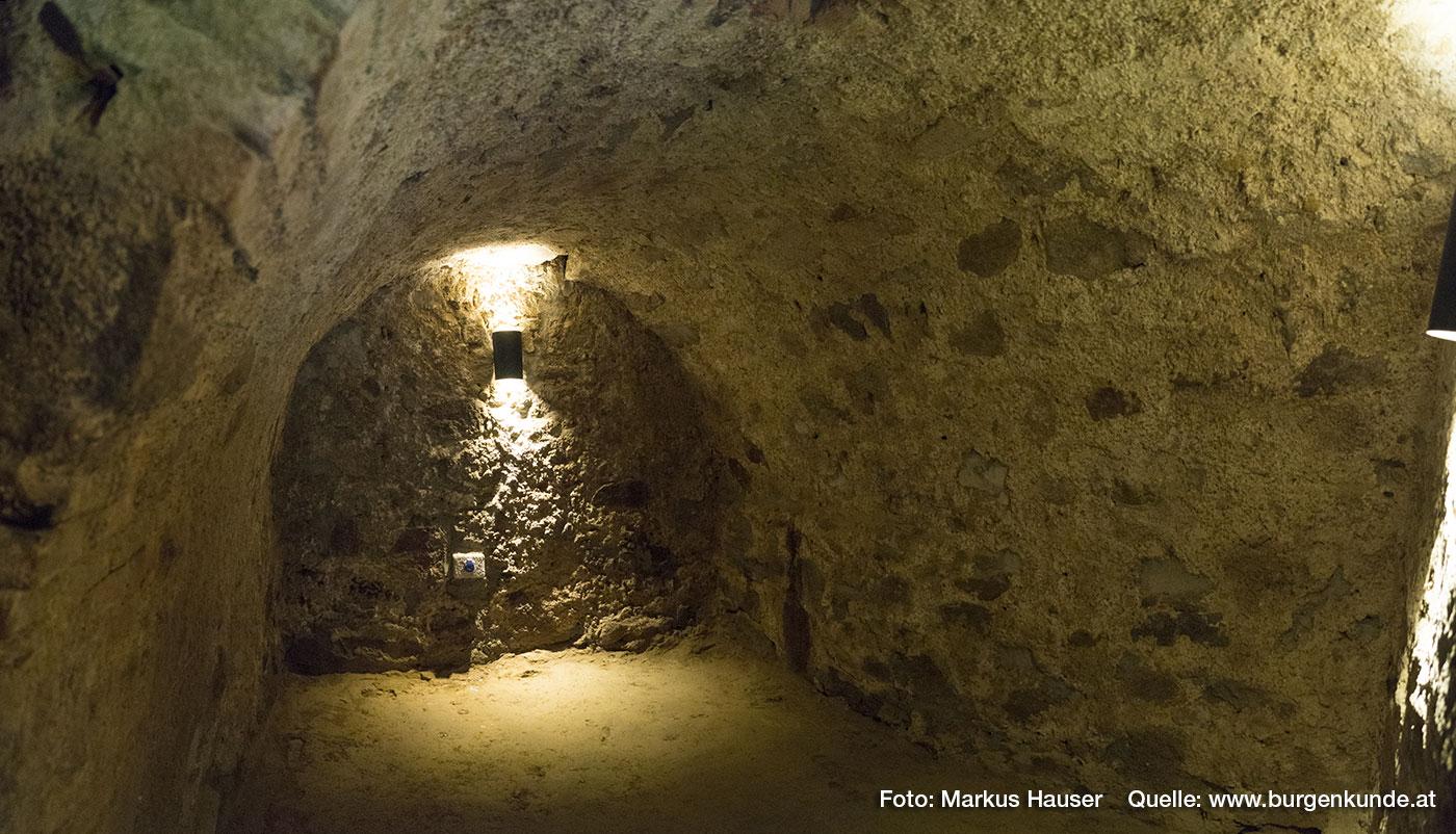Im Nordtrakt befindet sich dieser urige Keller, der früher zur Einlagerung der Feldfrüchte diente.