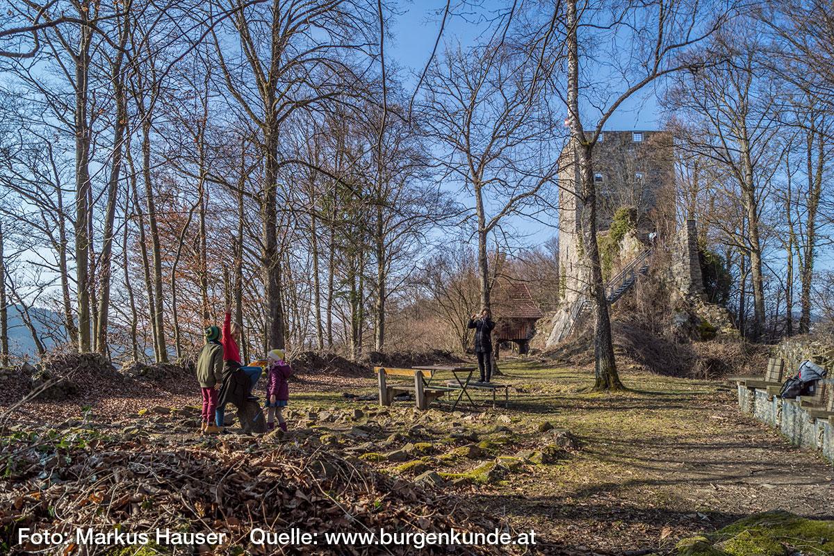 Das idyllisch gelegene 7-gängige Steinlabyrinth zieht besonders Kinder magisch an.