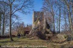 Die einstige Kernburg dominiert das Burgareal.