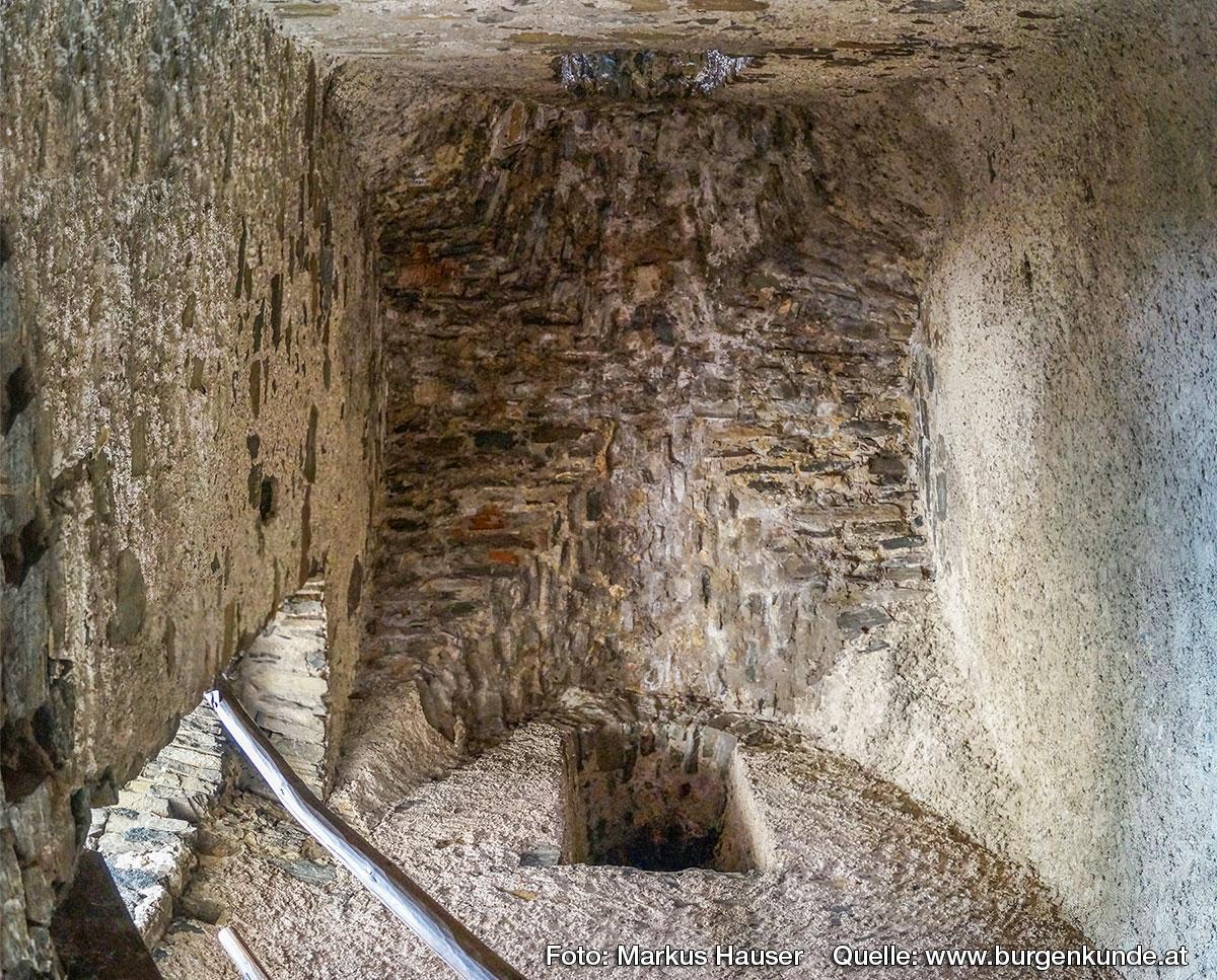 Der Bereich im Turm, der über den Hocheinstieg erreicht wurde, weist ein schönes mittelalterliches Gewölbe auf.