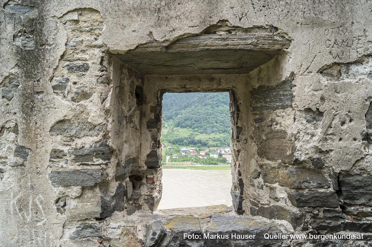 Auch zur Donau hin gibt es hier mehrere Fensteröffnungen.