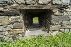 Die Mauer der Vorburg besitzt ebenfalls wunderschön gemauerte Schießscharten.