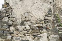 Die letzten Mauerreste des Palas zeigen, das diese einst verputzt waren.