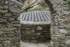 Der Brunnen wurde (vll. nachträglich) mit Mauerzügen vom Innenhof getrennt und diente vll. gleichzeitig als Zisterne.
