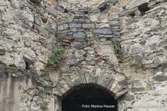 Rundturm der bergseitigen Vorburg. Dieser war ursprünglich komplett offen jedoch wurde nachträglich ein ca. 1,8 m hohes Gewölbe eingezogen.