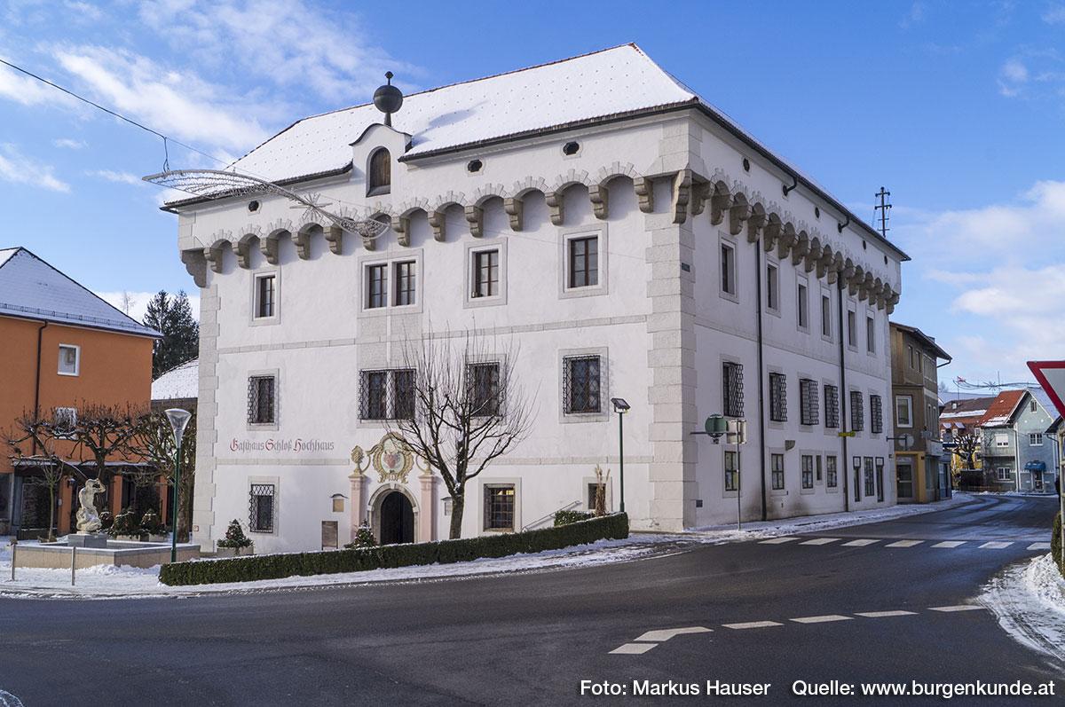 Schloss Hochhaus bestimmt auch heute noch das Ortsbild von Vorchdorf, war es doch jahrhundertelang zentraler Mittelpunkt der Herrschaft Hochhaus.