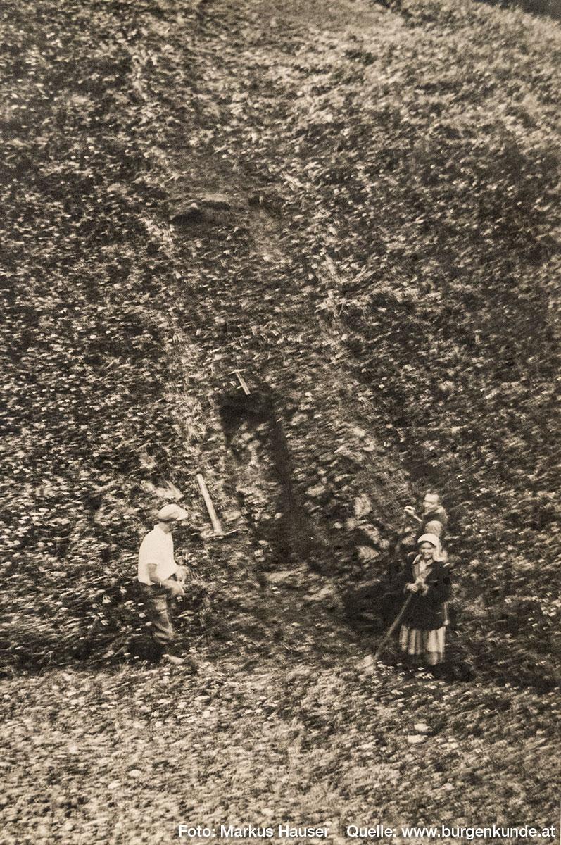 Historische Aufnahme vom Burgstall Kögerl aus dem Heimatmuseum Vorchdorf im Schloss Hochhaus, mit freundlicher Genehmigung durch Hrn. Alfred Hollinetz.