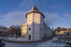 Von der einst weitläufigen Anlage von Schloss Hochhaus ist nur mehr dieser Eckturm, der sog. Fischerturm, erhalten.