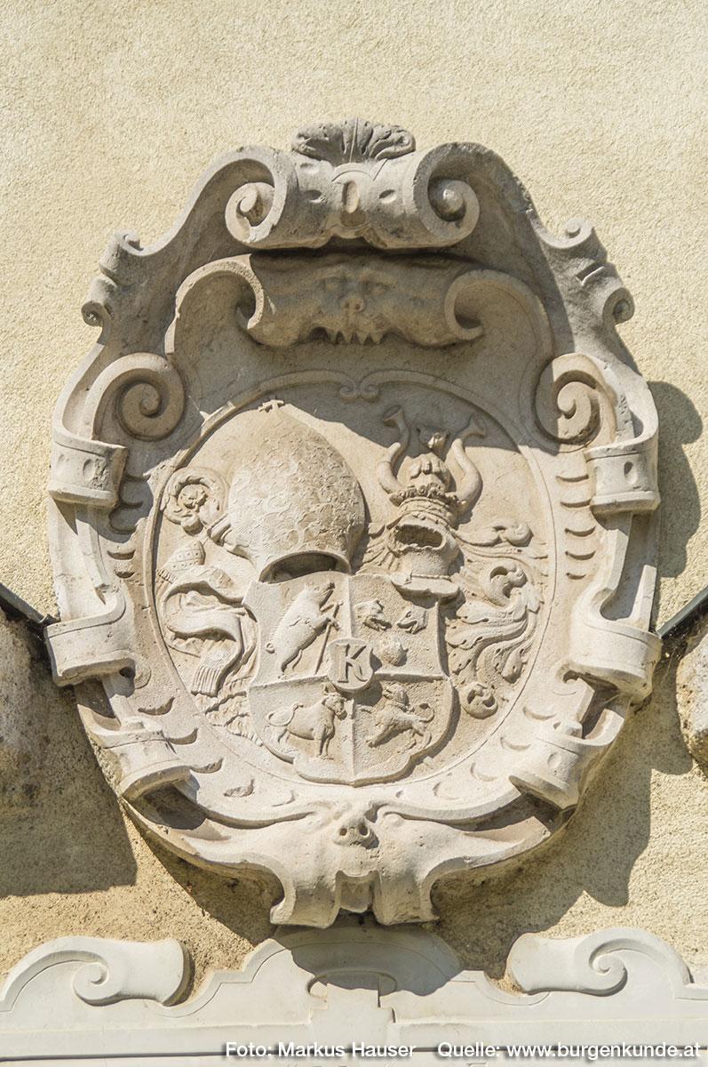 Steinerne Wappentafel die an Abt Anton Wolfradt erinnert.