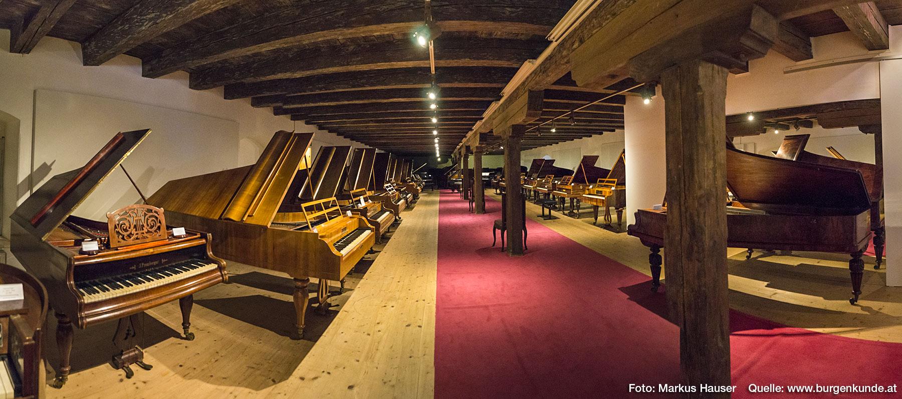 Die herausragende Sammlung an Klavieren ist besonders beeindruckend.