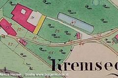 Reproduktion der Urmappe (Quelle: maps.doris.at) mit dem Kartenausschnitt vom Schloss Kremsegg. Alle roten Gebäudeteile sind aus Stein erbaut, die gelben aus Holz. Man beachte die unglaublichen Dimensionen der Taverne unterhalb des Schlosses.