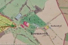 Reproduktion der Urmappe (Quelle: maps.doris.at) mit dem Kartenausschnitt vom Schloss Kremsegg und Umgebung. Alle roten Gebäudeteile sind aus Stein erbaut, die gelben aus Holz.