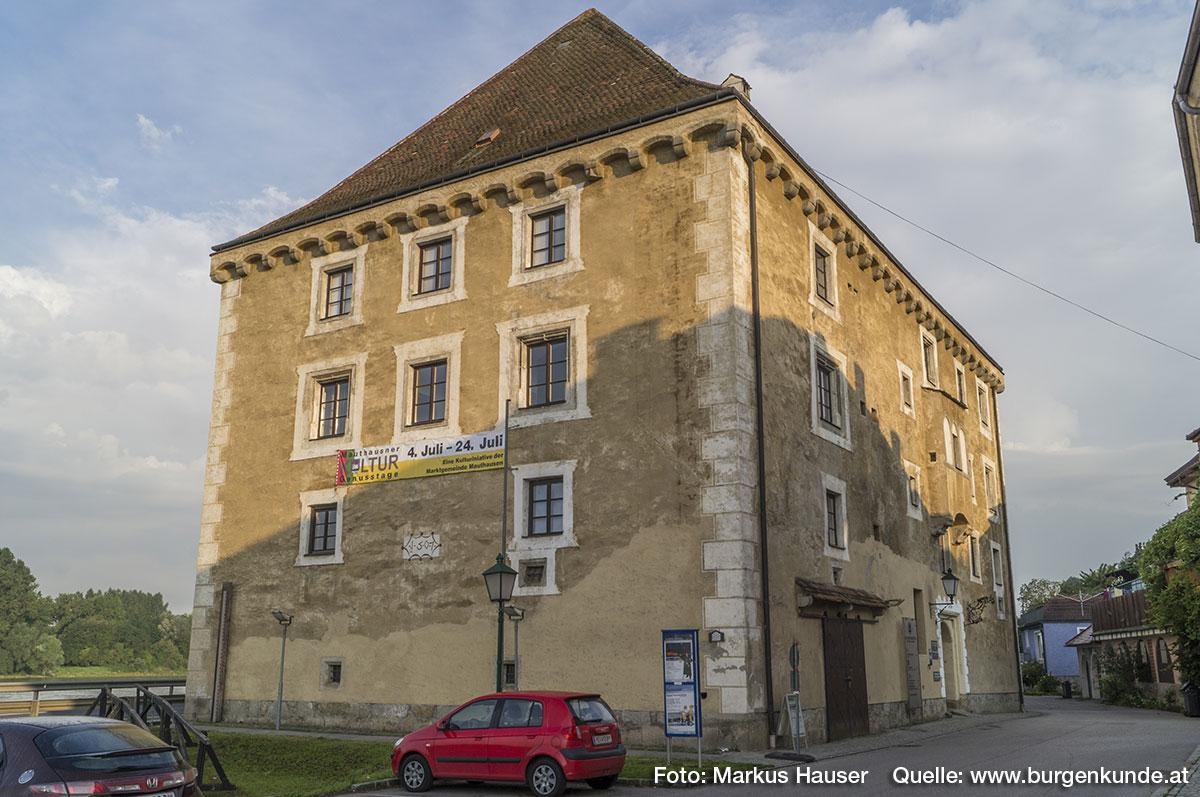 Erbauer von Schloss Pragstein war Lasla (Ladislaus) Prager, Pfandinhaber der Herrschaft und Maut zu Mauthausen.