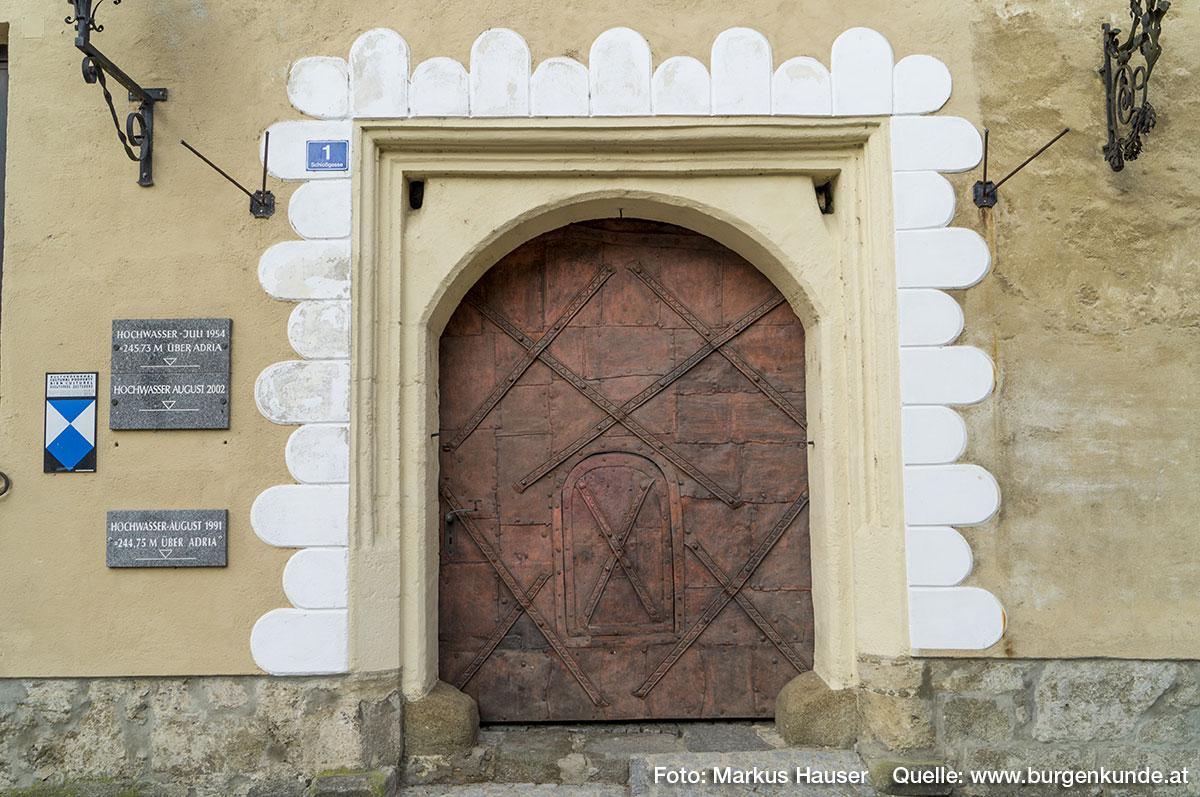 Betreten wir nun das Innere von Schloss Pragstein.