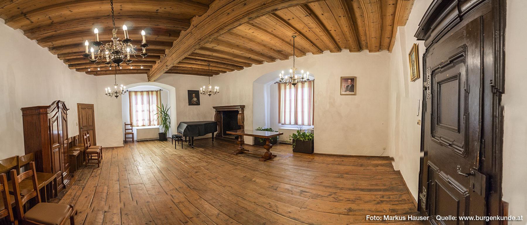 Der Trauungssaal im Schloss Pragstein dient heute als stimmungsvolles Ambiente für Events und besonders Hochzeiten.