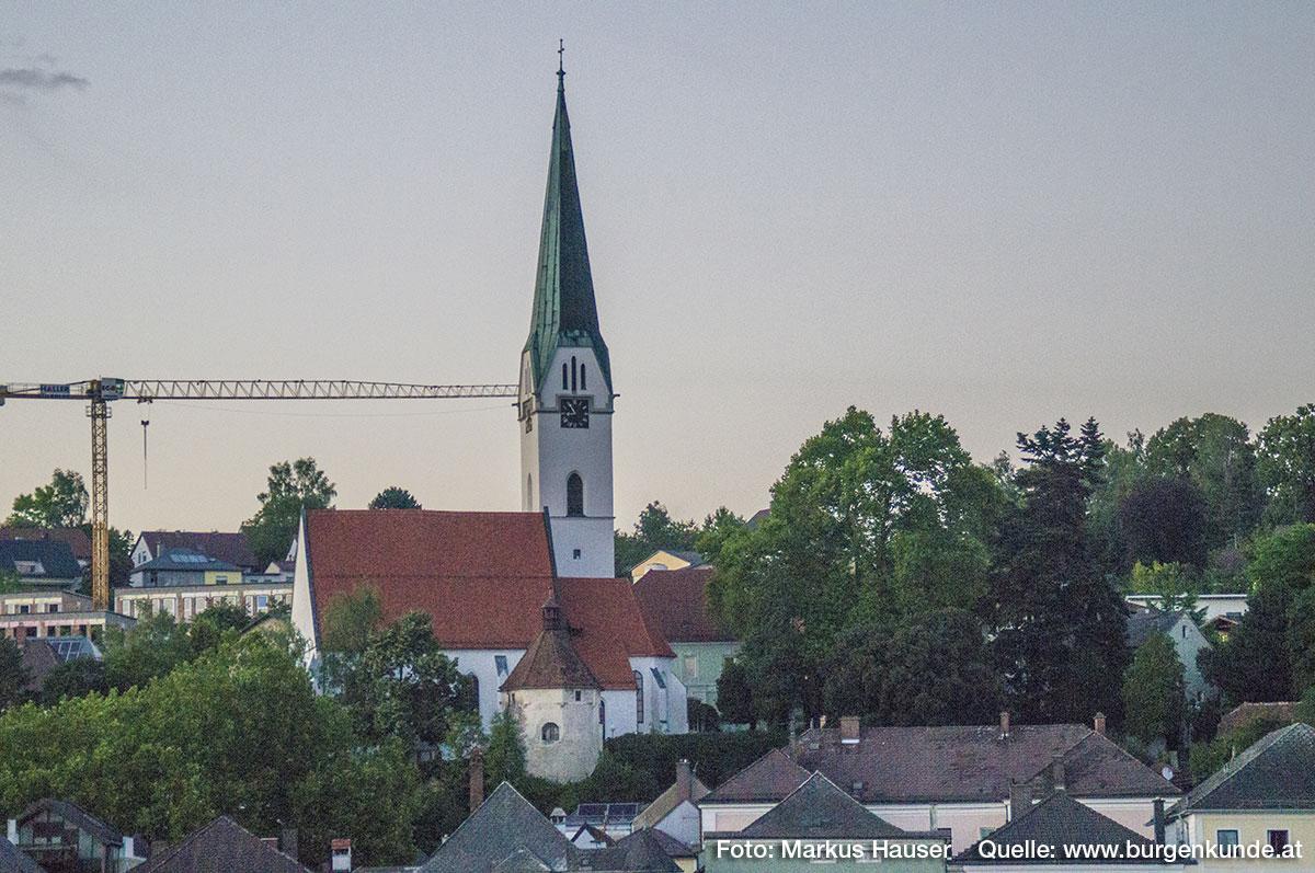 Kirche und Karner in Mauthausen.
