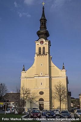 """Die dem heiligen Bartholomäus geweihte Kirche zu Reichenthal. Auch der """"Mühlviertler Dom"""" genannt. 1890 baute man um die alte Kirche herum diese neue im Neorenaissance-Stil. Sie gilt als ein Hauptwerk des kirchlichen Historismus in Oberösterreich."""