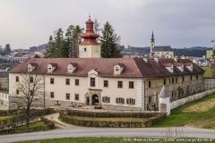 Im Bildhintergrund die Kirche zu Reichenthal, dem heiligen Bartholomäus geweiht.