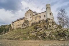 Die auf gewachsenem Fels aufsitzende, dem Kettenbachtal zugewandte Westseite, zeugt noch von der einstigen Wehrhaftigkeit der Anlage.