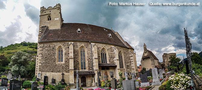 """Die Mutterpfarre der Wachau, die bereits 987 als """"St. Michaelis"""" urkundlich erwähnte Wehrkirche."""