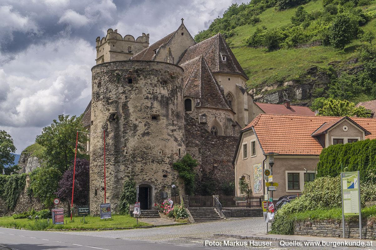 Der östliche Turm an der Kirchhofmauer ist noch vollständig erhalten.