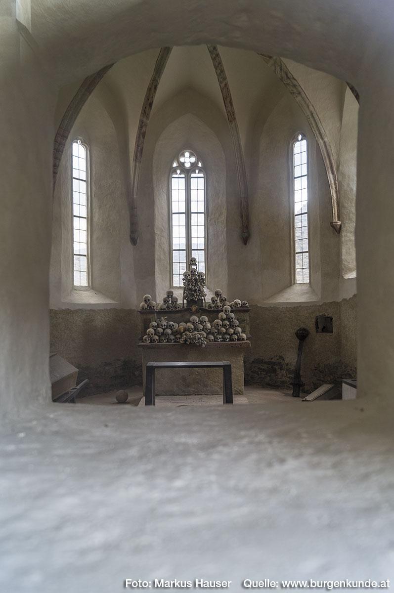 Blick in das Innere der Kapelle von 1395.