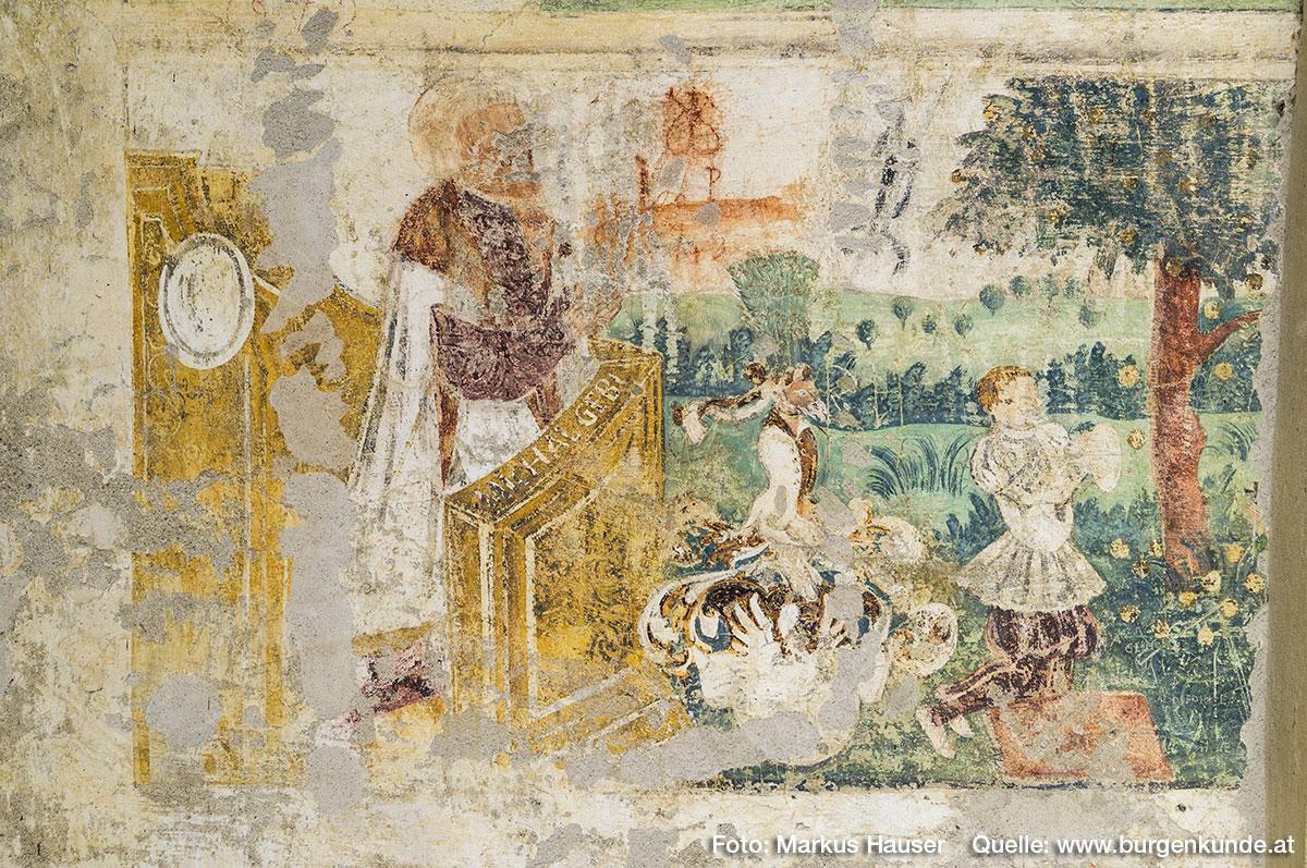 Hier eine Detailaufnahme einer dieser Malereien, der Kleidung nach aus der Zeit der Renaissance.