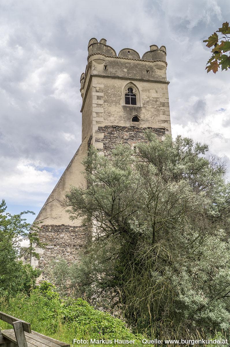 Die Wehrkirche St. Michael von Westen gesehen.