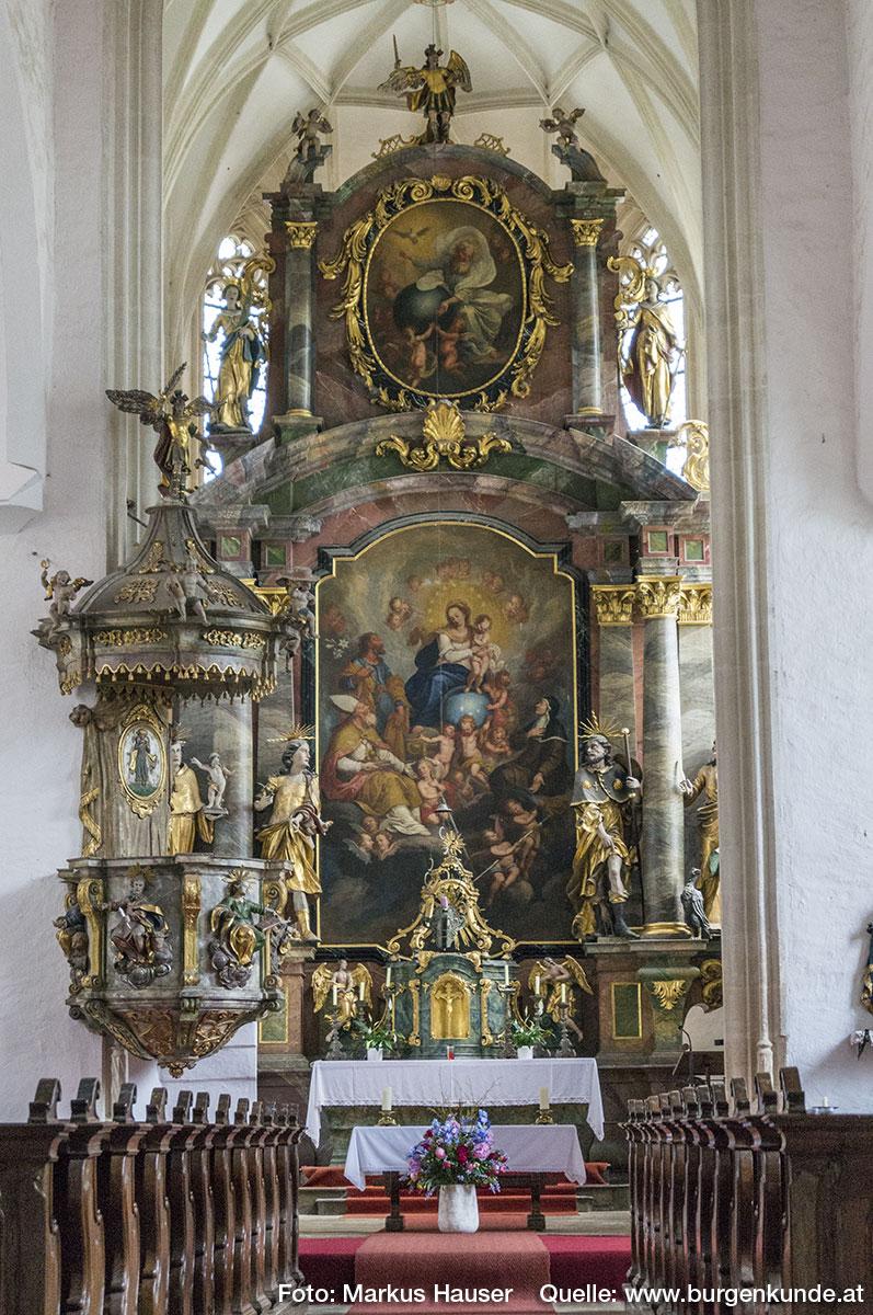 Der Hochaltar von Johann Bernhard Grabenberger wurde 1748 in St. Michael aufgestellt.