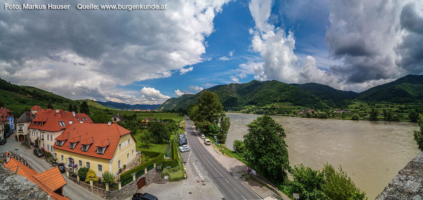 Blick Richtung donauabwärts nach Weißenkirchen.