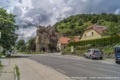 Direkt an der Wehrkirche St. Michael führt die 1958 neu angelegte Bundesstraße vorbei.