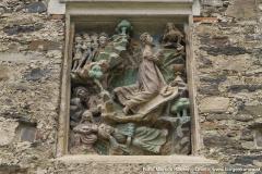 """Steinrelief """"Christus am Ölberg"""" vor 1500 an der Südseite der Kirche."""