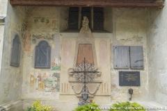 Dieser Bereich an der Südseite der Kirche war einst mit farbenfrohen detailierten Malereien versehen.